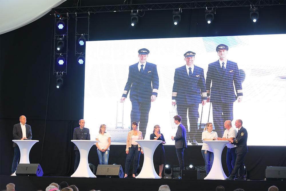 Highlights am laufenden Band  Das Bühnenprogramm war inszeniert wie eine Fernseh-Show - moderiert von TV-Moderator Markus Appelmann